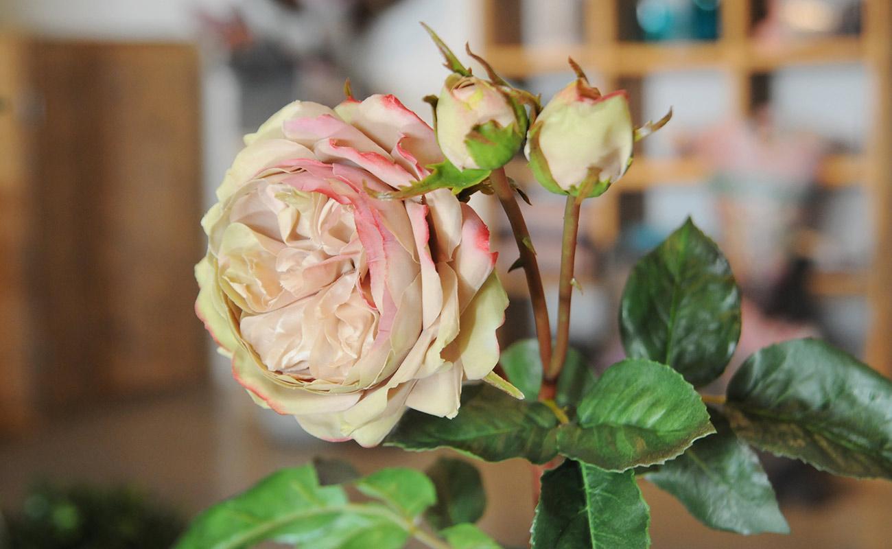 Piante e fiori artificiali decorazioni con piante e fiori - Decorazioni fiori finti ...